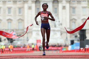 maratona arrivo Brigid Kosgei